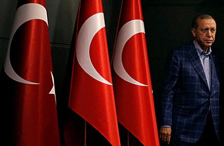 Президент Турции Реджеп Тайип Эрдоган во время пресс-конференции в Стамбуле.