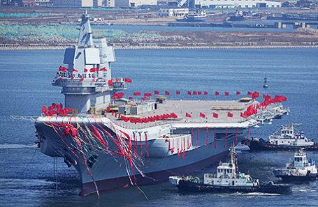 Первый в Китае самоходный авианосец спущен на воду в провинции Далянь.