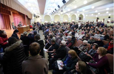 Встреча главы управы А.Михайлова с жителями Пресненского района Москвы на тему реновации жилых кварталов.