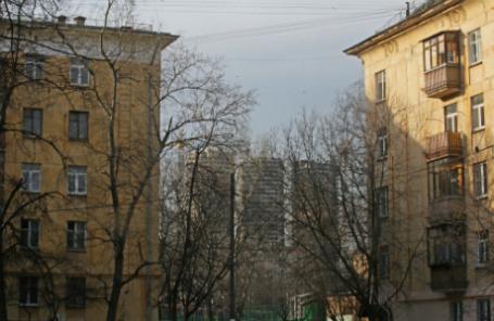 Москва. Жилые пятиэтажные дома в районе Академический.