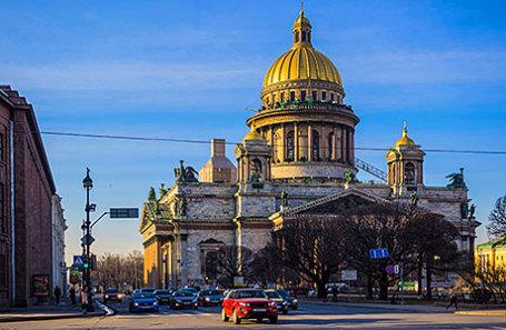 Вид на Исаакиевский собор с Сенатской площади.