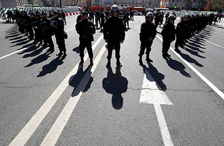 Полиция на митинге оппозиции в Москве, 6 мая 2017.