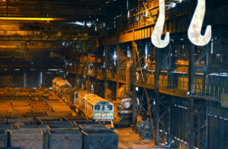 В электросталеплавильном цехе Донецкого металлургического завода.