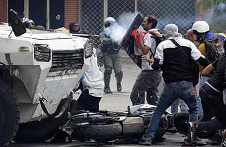 Протестующие в Венесуэле.