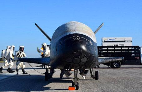 Орбитальный корабль X-37B после приземления на мысе Канаверал во Флориде, США.