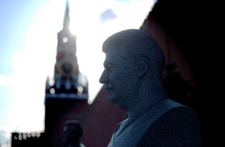 Памятник на могиле И.В.Сталина у Кремлевской стены.