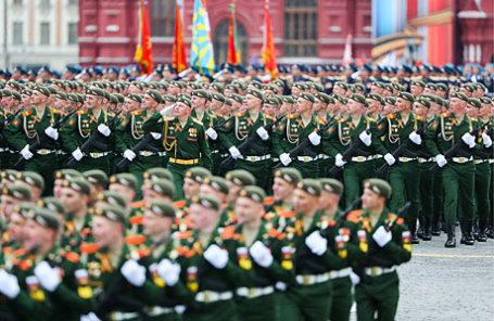 Военнослужащие на Красной площади во время военного парада, посвященного 72-й годовщине Победы в Великой Отечественной войне.