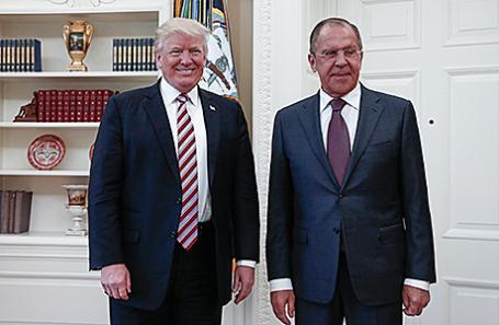 Президент США Дональд Трамп и министр иностранных дел РФ Сергей Лавров (слева направо) во время встречи в Белом доме, 10 мая 2917.