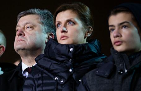 Президент Украины Петр Порошенко (слева направо) с супругой Мариной и сыном Михаилом.