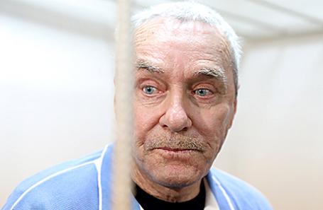 Отец Дмитрия Захарченко Виктор, обвиняемый в растрате в особо крупном размере, во время рассмотрения ходатайства о продлении срока его ареста в Басманном суде, 23 мая 2017.
