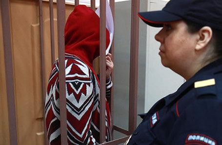 Вице-губернатор Владимирской области Елена Мазанько (слева), задержанная по подозрению в получении взятки, во время рассмотрения ходатайства об аресте в Басманном суде.