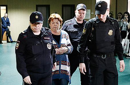 Нина Масляева (в центре).