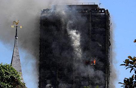 Пожар в башне на Латимер-роуд в Западном Лондоне.