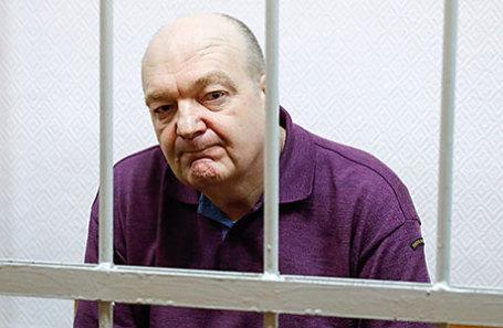 Бывший глава Федеральной службы исполнения наказаний Александр Реймер, обвиняемый в мошенничестве при закупках электронных браслетов, во время оглашения приговора в Замоскворецком суде.