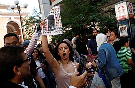 Протесты в Кенсингтоне, Лондон.