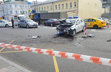Последствия ДТП с участием трех автомобилей на ул. Новослободская.