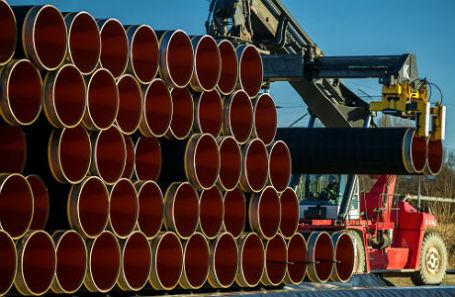 Трубы для газопровода «Северный поток — 2» в порту Засниц — Мукран на острове Рюген.