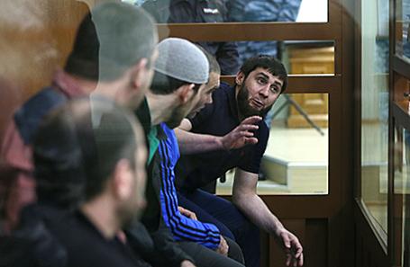 Фигурант по делу об убийстве политика Б.Немцова Заур Дадаев (справа).