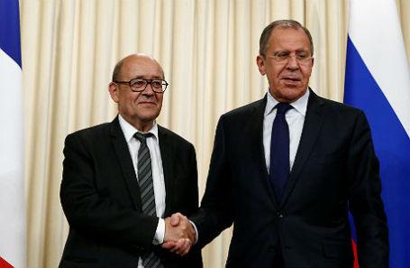 Глава МИД Франции Жан-Ив Ле Дриан и министр иностранных дел России Сергей Лавров на переговорах в Москве.