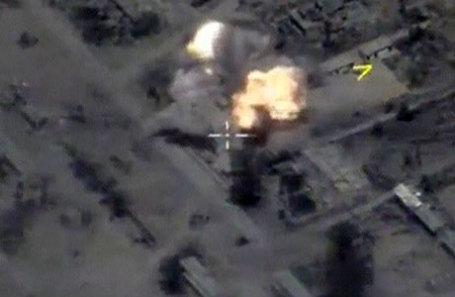 Кадр авиаудара Минобороны России по объектам «Исламского государства» вблизи сирийского города Пальмира.