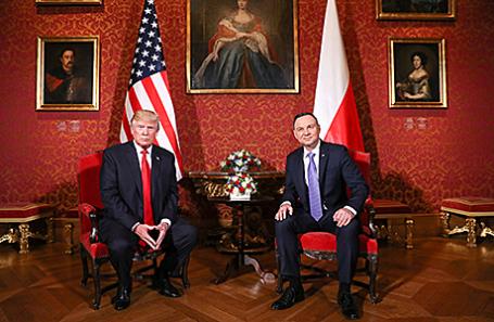 Дональд Трамп и Анджей Дуда (слева направо) на встрече в Варшаве, Польша, 6 июля 2017.