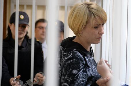 Ольга Алисова (справа), обвиняемая в наезде на шестилетнего ребенка.