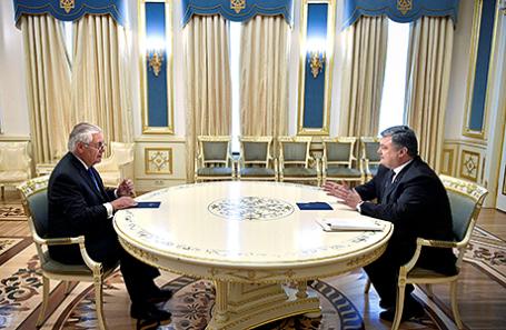 Рекс Тиллерсон и Петр Порошенко на встрече в Киеве, Украина.