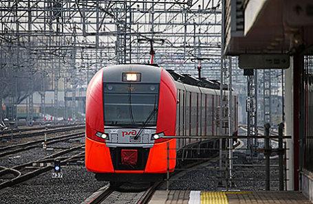 Поезд на станции «Угрешская» Московского центрального кольца.