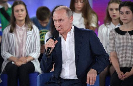 Президент РФ Владимир Путин во время посещения образовательного центра «Сириус».