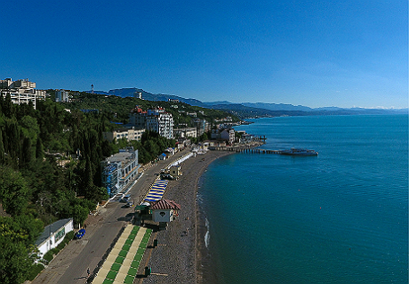 Республика Крым. Вид на черноморское побережье в Алуште.