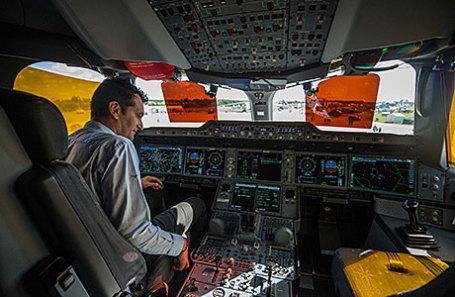 «Коммерсантъ» поведал опопытках русских авиакомпаний остановить утечку кадров зарубеж