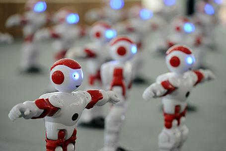 Роботы на международном фестивале пива в китайском Циндао.