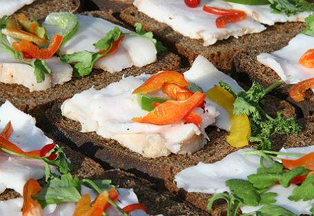 Бутерброды с салом.