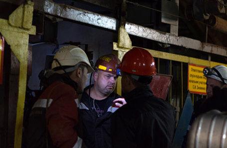 Сотрудники службы спасения в здании рудника «Мир» компании «Алроса», в шахте которого произошло затопление.
