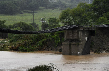 Последствия ливневых дождей в Приморском крае: разрушенный мост в селе Раздольное.