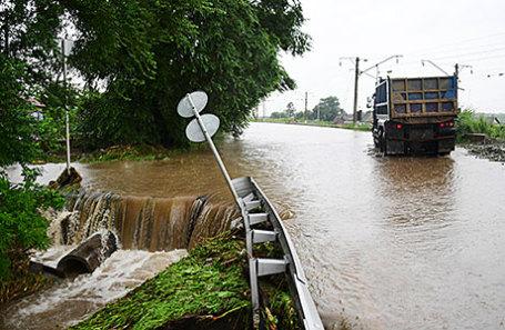Затопленная дорога в селе Раздольное.