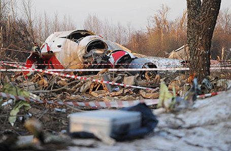 Обломки самолета Ту-154, упавшего в районе Смоленска. На борту самолета находились 96 человек, в том числе президент Польши Лех Качиньский с супругой. Фото от 10 апреля 2010 года.