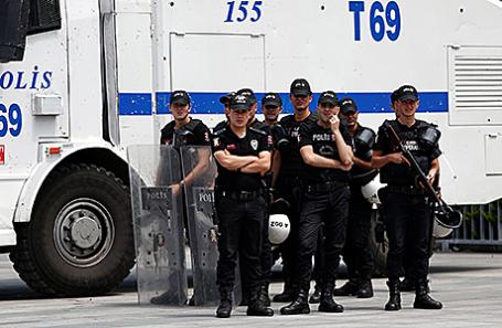 Турецкие полицейские.