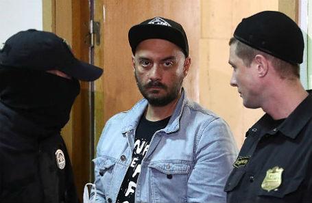 Режиссер Кирилл Серебренников перед рассмотрением ходатайства об избрании меры пресечения в Басманном суде.