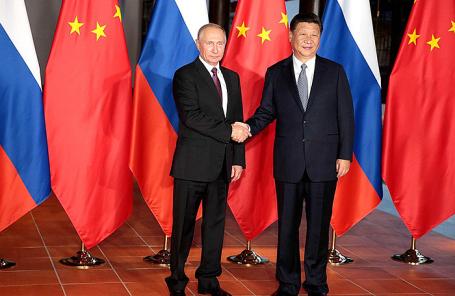 Президент России Владимир Путин с председателем Китайской Народной Республики Си Цзиньпином.