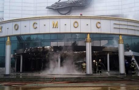 Во время тушения пожара в кинотеатре «Космос» 4 сентября 2017 года.
