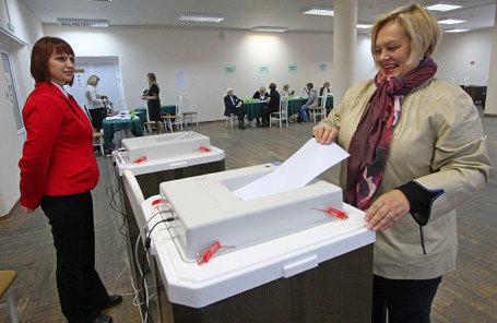 Жительница города на избирательном участке в единый день голосования.