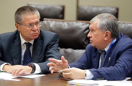 Алексей Улюкаев и Игорь Сечин (слева направо).