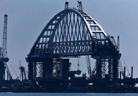 Республика Крым. Вид на строительство моста через Керченский пролив.