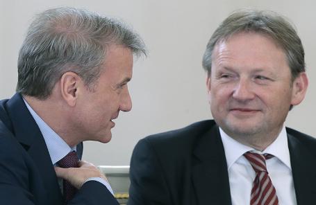 Президент, председатель правления Сбербанка Герман Греф и уполномоченный при президенте РФ по защите прав предпринимателей Борис Титов (слева направо).