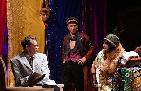 Генеральный прогон спектакля «Двенадцать стульев» в «Коляда-Театре».