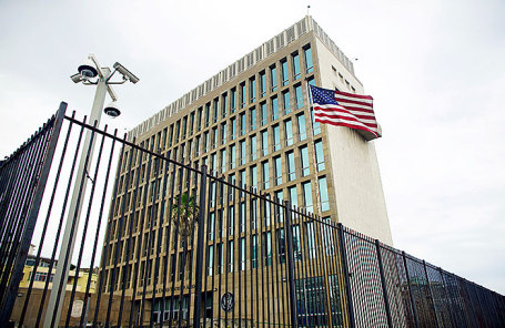 Здание американского посольства на Кубе.