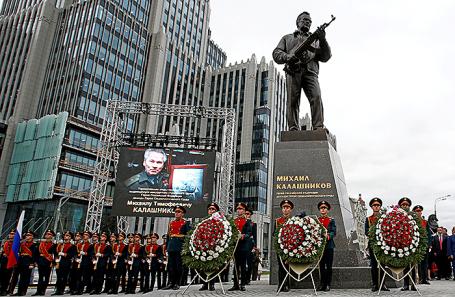 Открытие памятника оружейнику Михаилу Калашникову в Москве, 19 сентября 2017.