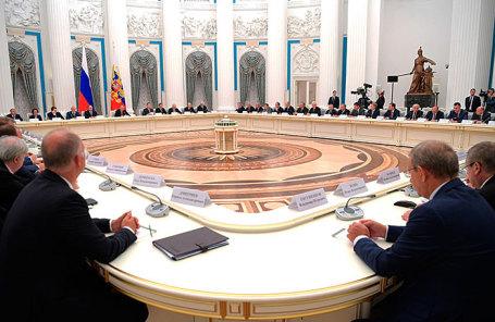 Во время встречи президента России Владимира Путина с представителями российских деловых кругов и объединений в Кремле.