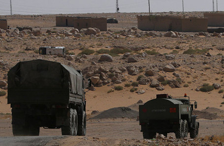 Российские грузовики на дороге в Дейр-эз-Зор в Кабакебе около Дейр-эз-Зор, Сирия.